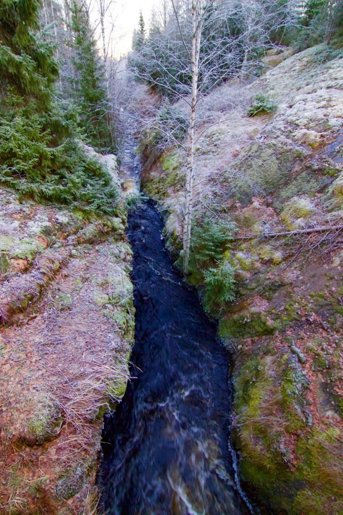 Joki virtaa